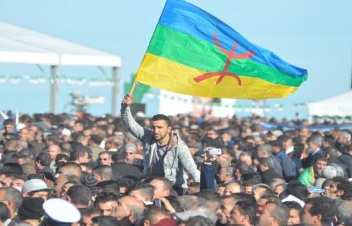 علم جديد يجدّد الحراك الأمازيغي في الجزائر