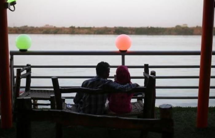 """إقبال على """"مدرسة الرومانسية"""" في السودان"""