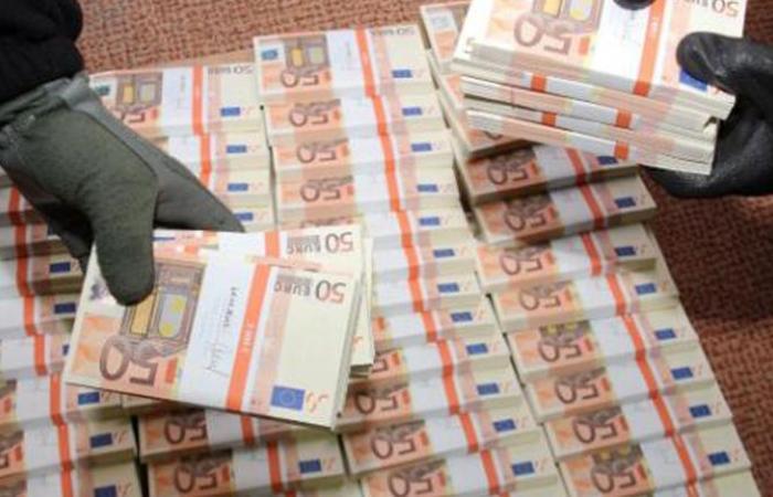 يتجول وبحوزته عملات يورو مزورة في زحلة