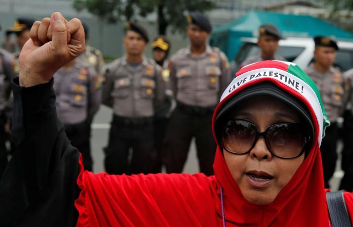 عشرات الآلاف من الإندونيسيين يحتجون على قرار القدس