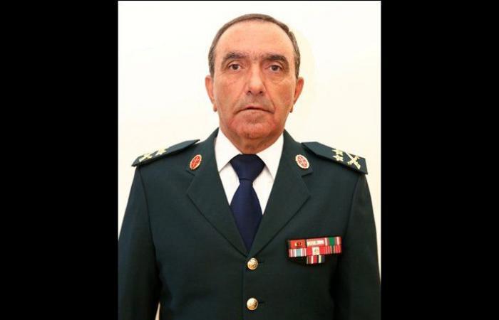 رئيس الاركان يتفقد سير امتحانات التطوع لتلامذة ضباط