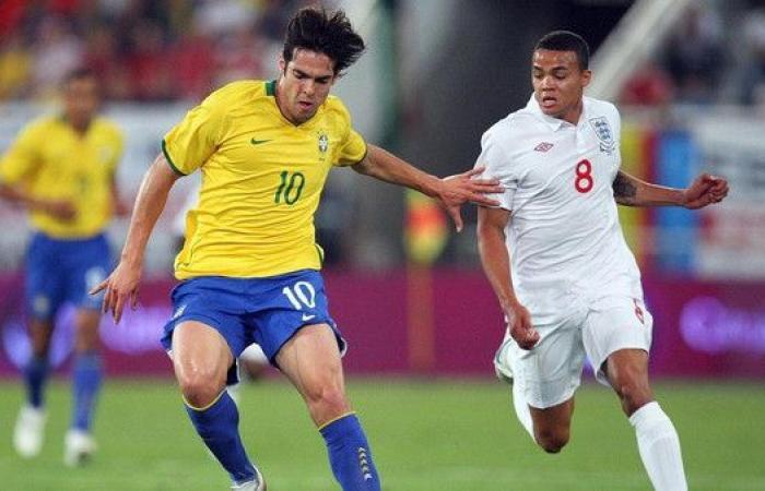 النجم البرازيلي كاكا يعلن اعتزاله كرة القدم