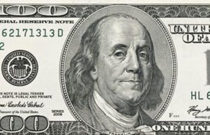 الدولار الأمريكي يهبط لأدنى مستوى فى أسبوعين قبيل تصويت الكونغرس على قانون الإصلاح الضريبي