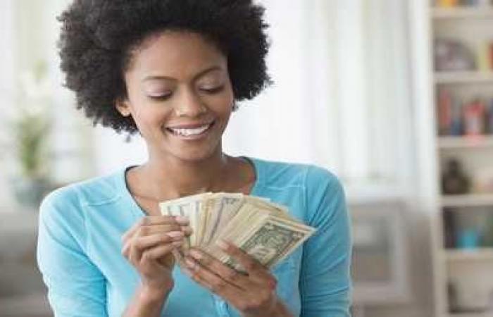 كيف يؤثر المال على سعادة الأفراد؟