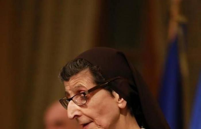 وسام جوقة الشرف الأرفع فرنسيّاً إلى رئيسة مدرسة ودير كرمل القدّيس يوسف