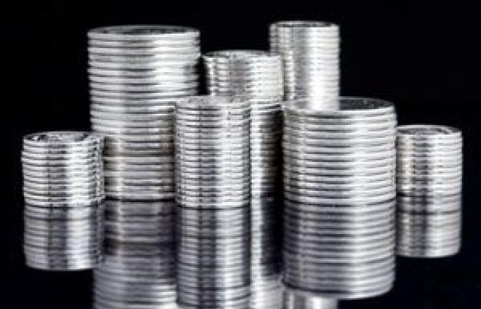 تحركات ضعيفة لأسعار الفضة مع احتفاظها بمكاسبها