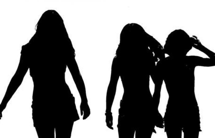 بنات ثنائي شهير يُثرن الجدل بصورة من داخل حوض الاستحمام