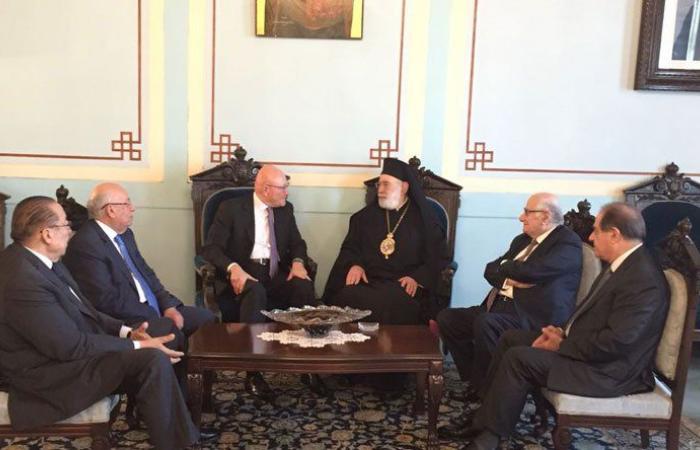 سلام: لضرورة النأي بالنفس و إبعاد لبنان عن سياسة المحاور