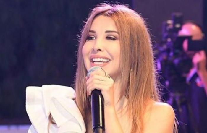 بالفيديو: نجم اقتحم حفل نانسي عجرم.. عانقها وأضحكها على المسرح