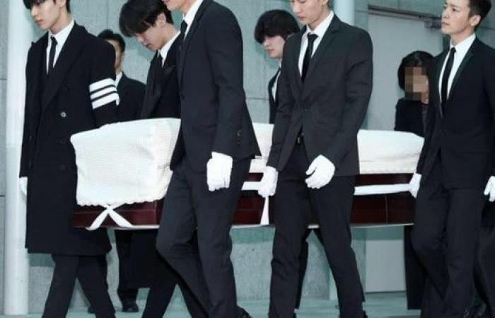 ماذا قال جونغهيون أشهر مغن كوري برسالة انتحاره الغريبة؟