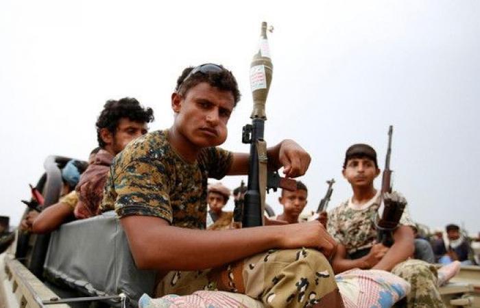 محاولات حوثية لاستقطاب مقاتلين جدد من الشباب والأطفال