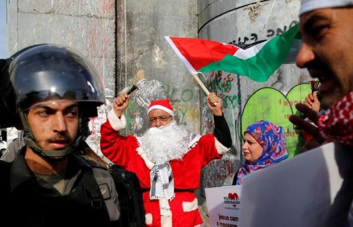 بابا نويل لجندي إسرائيلي: أنا من بيت لحم وأنت الغريب!