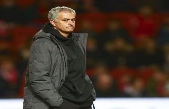 مانشستر يونايتد يجمد مفاوضات التمديد مع مورينيو