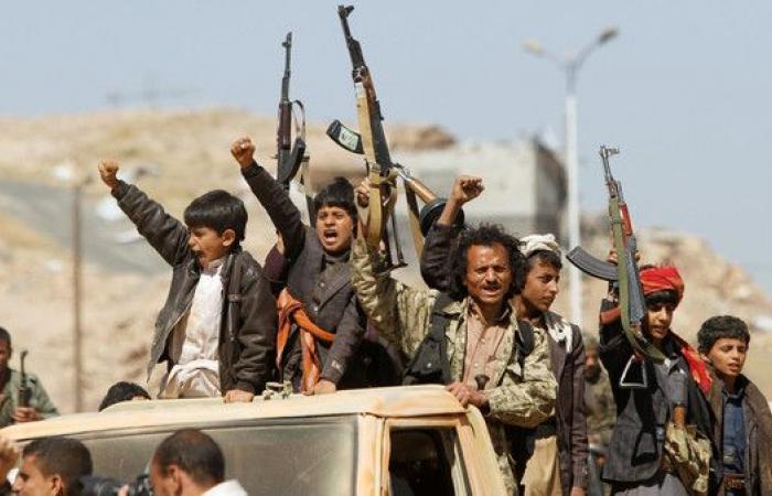 22 من ميليشيات الحوثي يسلمون أنفسهم في جبال بيجان