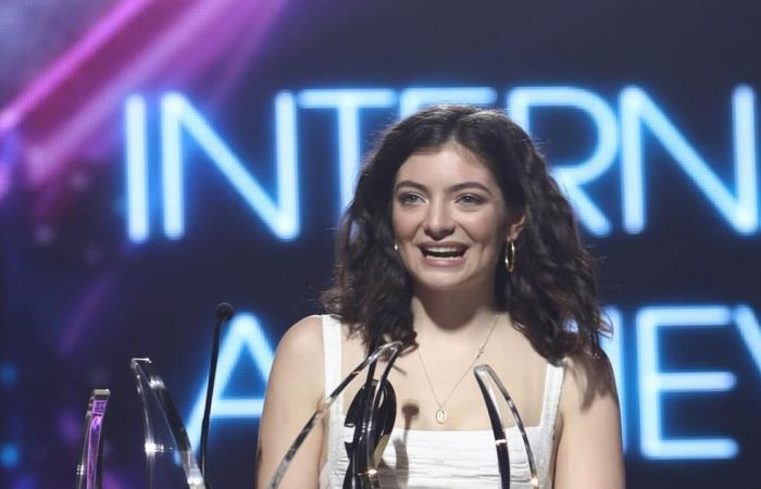 مغنية عالمية تلغي حفلا بإسرائيل بسبب حركة المقاطعة