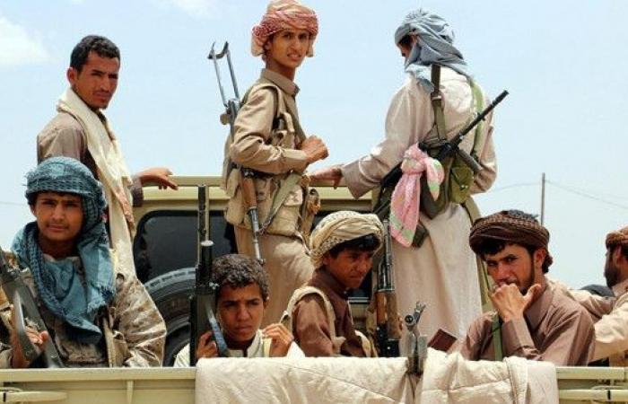الحوثيون يهرعون إلى المدارس لتجنيد الطلبة
