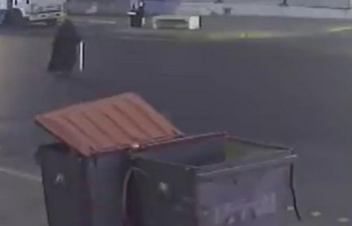 فيديو مروع.. سيارة تطيح بمسنة تقطع الشارع في الأحساء