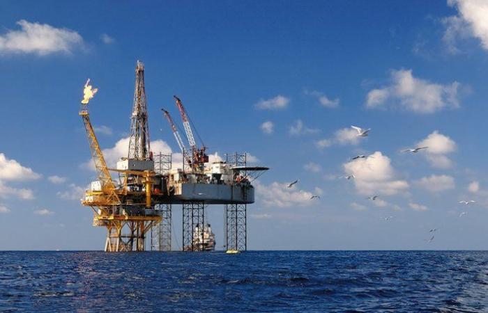 """""""النفط"""" يرعى التسوية"""
