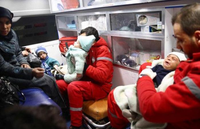 """سوريا..""""مرضى"""" الدفعة الثالثة والأخيرة يخرجون من الغوطة"""