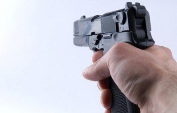 في احد المقاهي في عكار.. كانا يلهوان بمسدس فأصيب كلاهما بطلق ناري
