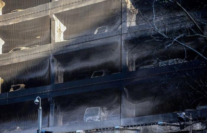فيديو وصور لحريق ودّع 2017 بمجزرة تبخرت معها 1400 سيارة