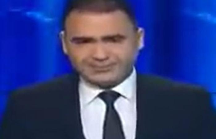 فيديو.. مذيع تونسي ينهار باكيا على الهواء بعد خبر أذاعه