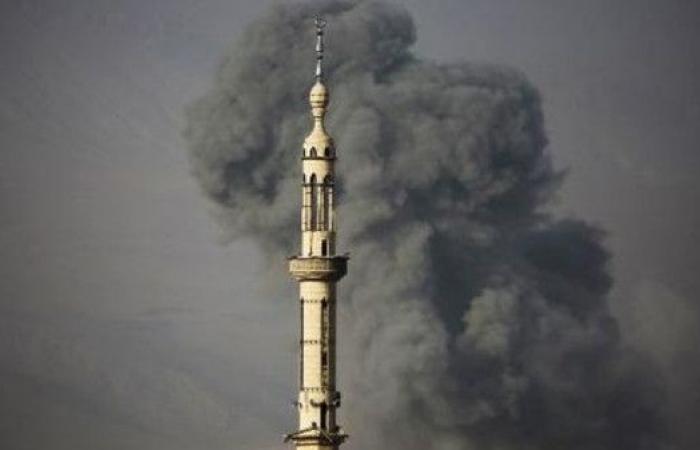 مقتل 15 مدنياً بغارات للنظام السوري على الغوطة