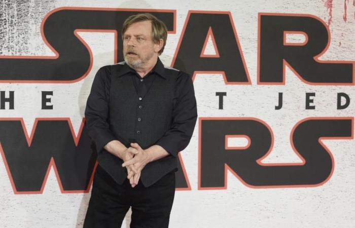 آخر أفلام حرب النجوم يواصل تصدر إيرادات السينما بأميركا