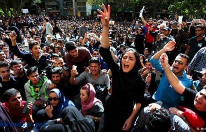 أزمة إيران أعمق من سعر الخبز