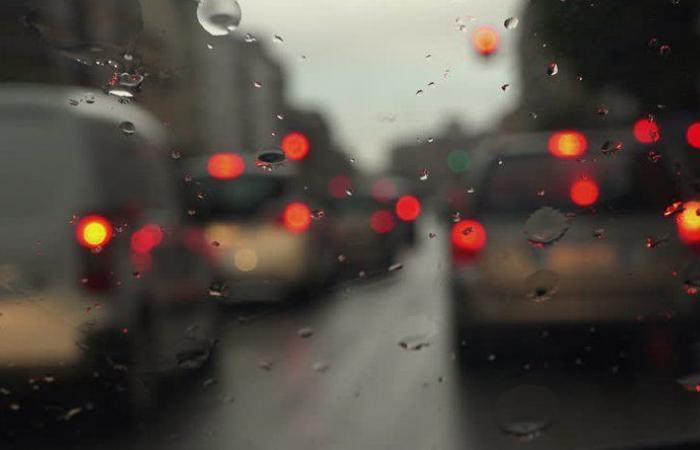 السيول تسببت بقطع طريق عام الدوير تول النبطية