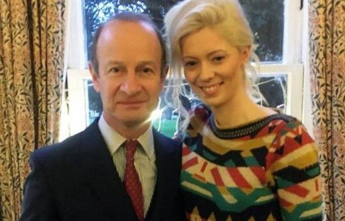 """موديل فاتنة """"تسرق"""" زعيم حزب بريطاني من زوجته"""