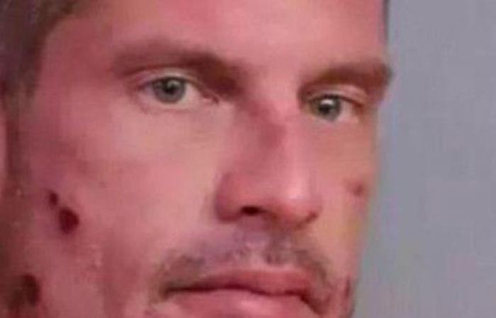 استمع لرجل يتصل بالشرطة ليبلغهم بأنه يقود سيارته سكران