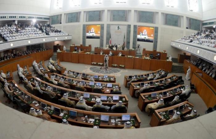 لجنة بالبرلمان الكويتي توافق على رفع سقف الدين
