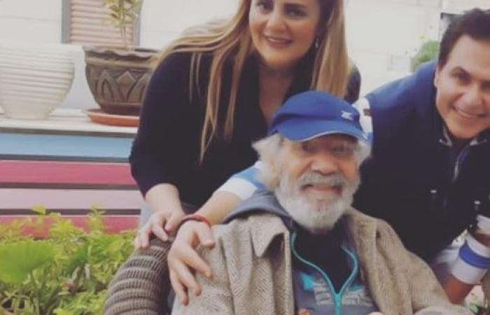 محمود ياسين يظهر بعد شائعات مرضه.. هكذا صارت ملامحه