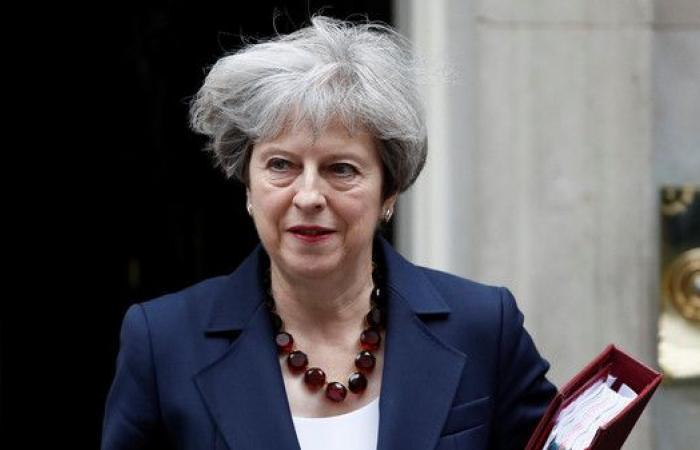 بريطانيا.. ماي تعين شابات ونواباً من غير البيض بحكومتها
