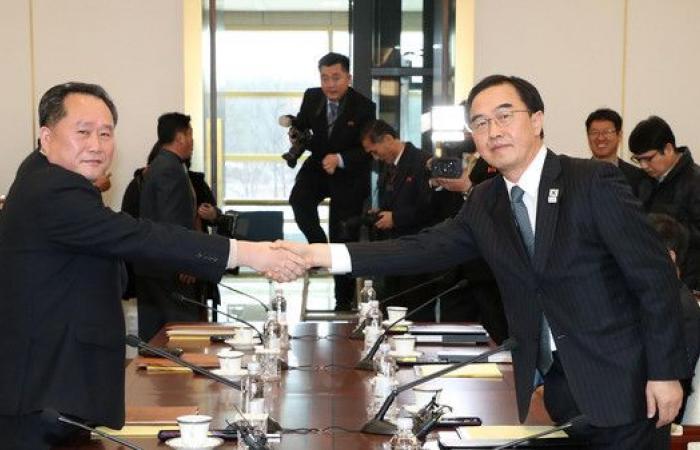 بدء أول محادثات رسمية بين الكوريتين منذ أكثر من عامين