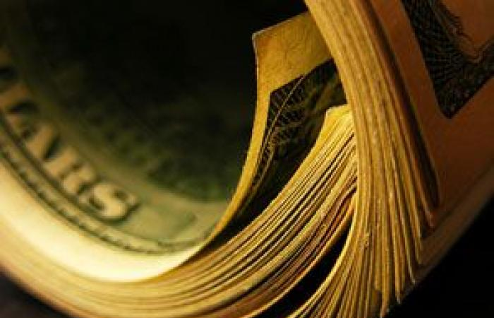 الدولار الأمريكي يوسع مكاسبه لأعلى مستوى فى أسبوعين استنادا على احتمالات الفائدة