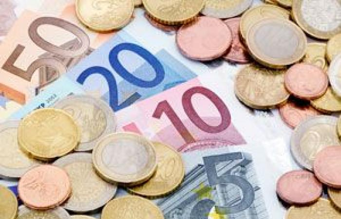تذبذب اليورو بعد حركة البيع من أجل التصحيح التي شهدها يوم أمس