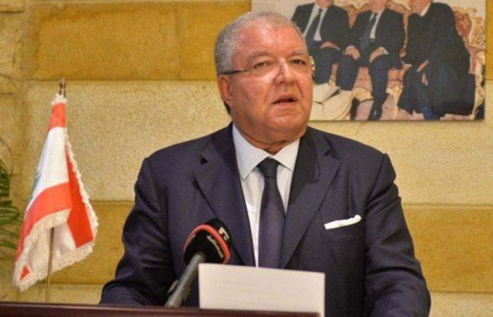 """العلاقة مع """"القوات"""" عادية.. المشنوق: لا حل لمرسوم الترقيات الا بالنقاش السياسي"""