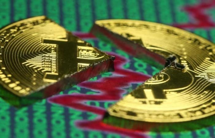 بتكوين تخسر ودعوة لضوابط شرعية لتداول العملات الرقمية