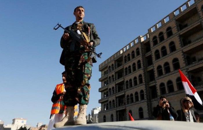 ميليشيات الحوثي تفرض حراسة مشددة على رئيس البرلمان