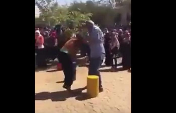 فيديو لرئيس جامعة سودانية يضرب طالبتين يثير الغضب