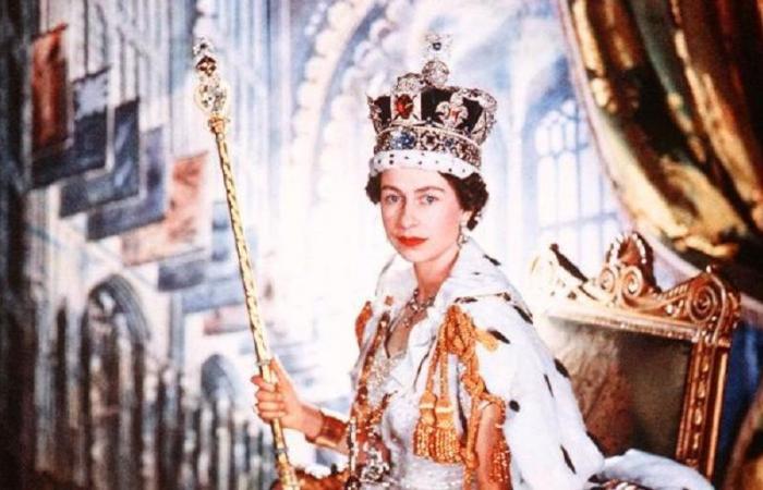 ملكة بريطانيا ترد على سؤال واحد بمقابلة انتظروها 22 سنة