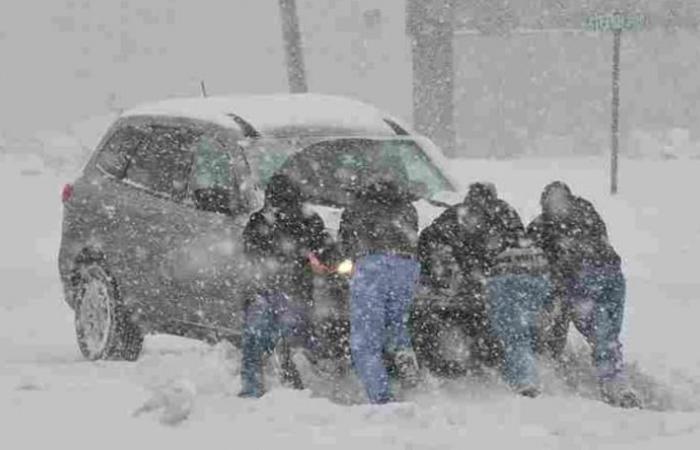 انقاذ مواطنين علقوا وسط الثلوج في جرد مربين الضنية