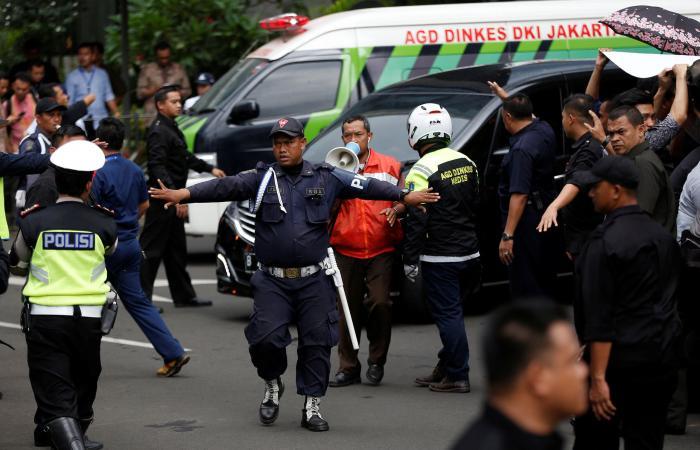 إصابة عشرات في انهيار طابق بمبنى بورصة إندونيسيا