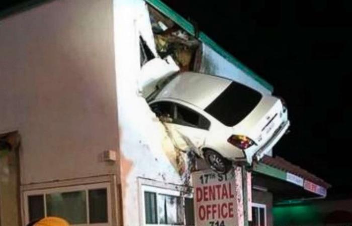 أغرب فيديو. سيارة تحلق مثل طائرة وتتدلى من نافذة