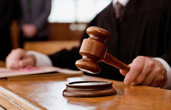 """ما هو رأي هيئةُ التشريع والاستشارات في وزارة العدل بـ""""أزمة المرسومين""""؟"""