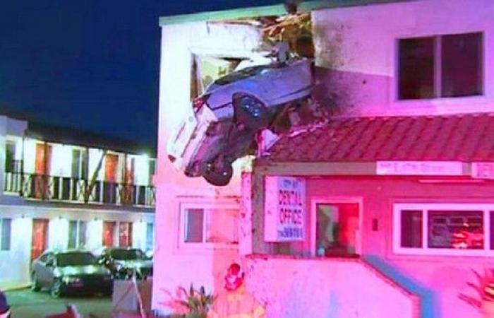 فيديو يظهر لحادث مرور غريب جعل السيارة تتطاير في الهواء