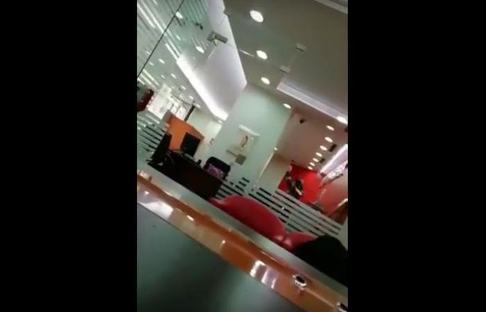 بالفيديو: إطلاق نار وهلع جراء سرقة في البنك السويسري في بئر حسن