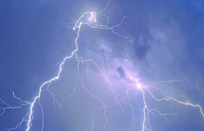 العاصفة مزقت البيوت في عكار وورش الكهرباء تعالج أعطال التيار